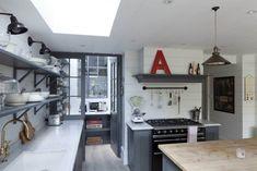 【コンパクトでも開放的】天窓とパントリーのあるLDK | 住宅デザイン