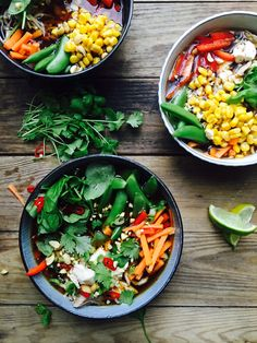 Regnbuesuppe - smuk, sund og farverig suppe med masser af grøntsager og kylling - og dejlig asiatisk smag. Opskrift her:
