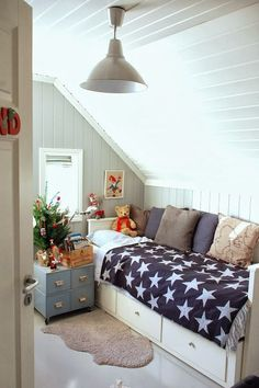 Sunroom/ third room idea. The light fixture. Single bed with storage.