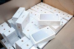 Apple сообщила о неожиданном снижении продаж iPhone во втором финансовом квартале, который завершился 1 апреля. Как сообщает  Reuters, в компании это объясняют тем, что потребители, возможно, предпочитают не тратиться сейчас, а дождаться новой модели этого смартфона,