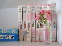 Reading Pink> I'm going out to find pink books.