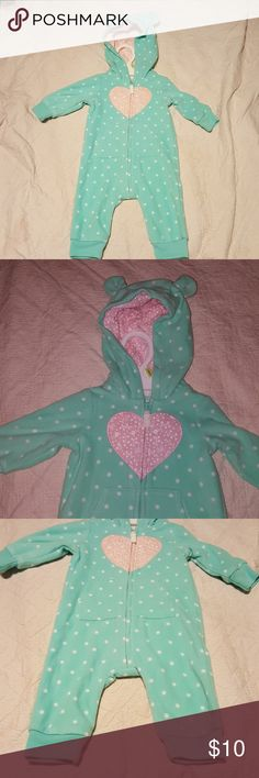 Pajamas Thick warm soft pajama, super cute! NWOT, never worn. This is versatile because of the open foot, baby can wear it just a little bit longer than if there were footies. Carter Pajamas Pajama Sets