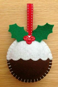 Weihnachtspudding Dekoration - New Ideas Christmas Makes, Christmas Art, Christmas Projects, Felt Projects, Felt Christmas Decorations, Felt Christmas Ornaments, Diy Ornaments, Beaded Ornaments, Handmade Christmas Gifts