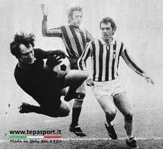 Juventus Fc, School Football, Big Men, Goalkeeper, Che Guevara, Soccer, Black And White, Sports, Milano