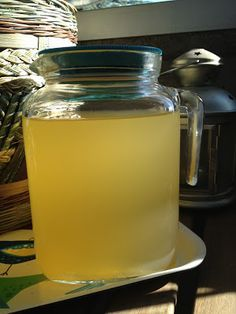 La Cuoca che Copia: Acqua di ananas e zenzero (perché il frutto col ciuffo è come il maiale, non si butta via niente...) - Pineapple and ginger juice