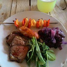 Hoje no prato tem: lingüiça de frango carne e espetinho de pimentão (feitos na churrasqueira) repolho refogado rúcula e limonada suíça. . #JI #lowcarb #comidadeverdade #eatclean #lowcarbbrasil #lchf #mudançadehábitos #alimentaçãosaudável #souoquecomo #agenteéoquecome #comidaqueto #keto #cetogenica - Inspirational and Motivational Ketogenic Diet Pins - Eat Keto Get Into Nutritional Ketosis - Discover LCHF to Prevent Diseases - Enjoy Low-Carb High-Fat Lifestyle For Better Health