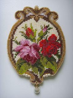 Bead embroidery Loom Beading, Beading Patterns, Cross Stitch Designs, Cross Stitch Patterns, Seed Bead Art, Beaded Banners, Bead Sewing, Bead Loom Bracelets, Cross Stitch Rose