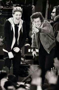 Une représentation parfaite de ces 2 jeunes en pleine rigolade♥♥ (Camille♥)
