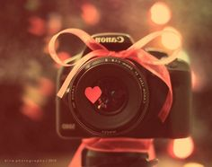 camera and canon image on We Heart It Andy Warhol, Photo Swag, We Heart It, Happy Heart, Happy Smile, Cameras Nikon, Favim, Vintage Roses, Cute Pink