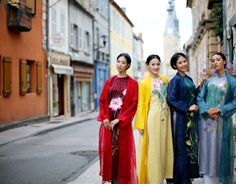 vietnamese-traditional-long-dress-shines-in-france-532681-bta-bl13092012-20ao-20dai11