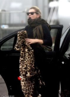 Kate Moss arrives on set of Absolutely Fabulous movie | Kate Moss Universe
