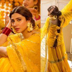 New Hairstyles For Indian Wedding Function- Mehdi, Haldi & Sangeet 2019 Fancy Wedding Dresses, Bridal Mehndi Dresses, Pakistani Wedding Dresses, Pakistani Dress Design, Bridal Outfits, Pakistani Mehndi Dress, Wedding Wear, Purple Wedding, Gold Wedding