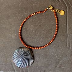 大西洋から届いた小さな贈り物 - 黒ほたて貝のアンクレット  shell & gold stone anklet