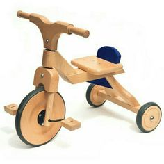 want a wooden tricycle : ) Wooden Crafts, Wooden Diy, Tricycle, Wood Projects, Woodworking Projects, Wood Bike, Making Wooden Toys, Diy Holz, Homemade Toys