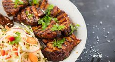 Grillattu kassler ja valkosipuli-bbq-kastike - TOKin 115-vuotis ruokahanke Steak, Bbq, Food, Barbecue, Meals, Yemek, Steaks, Eten, Beef