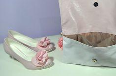 Růžové svatební lodičky, boty v K-stylu. Vychozí model Marry + zdobení exkluziv č. 7. + psaníčko na přání se zdobením exkluziv č. 7. Stejný materirál pro boty i kabelku. Růžová - pink. Wedges, Model, Shoes, Fashion, Moda, Zapatos, Shoes Outlet, Fashion Styles, Wedge