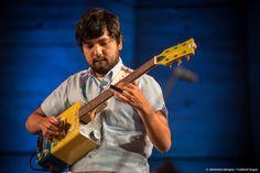 Orchestre de Cateura, du Paraguay. Groupe musical de jeunes de bidonvilles, qui interpretent des œuvres avec des instruments recyclés, fabriqués à partir de déchets ménagrs. Concert à l'UNESCO à l'occasion de la COP21