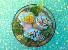 Pintar peces a mano en piedras es una bonita forma de decoración. Si a ello le sumamos que nos traen suerte obtenemos un DIY muy aconsejable para realizar. Diy, Home Decor, Shape, Painted Rocks, Painted Fish, Comet Goldfish, Fishbowl, Pretty, Decoration Home