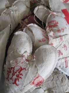 """""""si un mas metait conte-blog"""" :: Lovely Linen, stitched & embroidered, with lace and ribbons ... and with printed fabric as well ... !!!"""