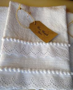 Too pretty to ever use though Bathroom Towels, Kitchen Towels, Baby Sewing Projects, Sewing Crafts, Dish Towels, Tea Towels, Decorative Hand Towels, Fancy Hands, Towel Crafts