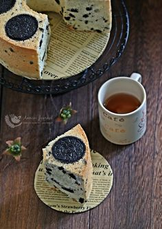 This is a very simple recipe for an Oreo Chiffon Cake. Light and aroma of the Oreo also filled the kitchen during baking .