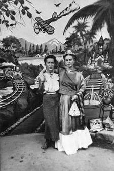 Frida con su Amiga.