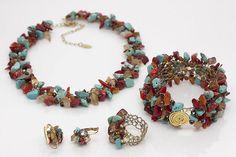 Conjunto BRISA BETH - colar, pulseira, anel e par de brincos feitos em crochê de inox entremeado com miçangas, cristais e cascalho de pedras.