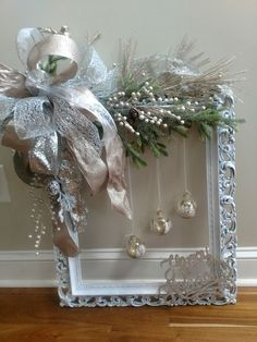 60 DIY Picture Frame Christmas Wreath Ideas that totally fits your Budget - Hike n Dip Here are the best Picture Frame Christmas Wreath Ideas. These unique Christmas Wreaths made using old Picture Frame are cheap & budget-friendly decor Ideas. Picture Frame Wreath, Christmas Picture Frames, Picture Frame Crafts, Picture Frame Ornaments, Christmas Projects, Holiday Crafts, Christmas Holidays, Christmas Wreaths, Christmas Ornaments