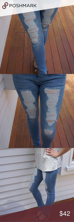 NWT Retail! Distress Jeans Comfortable fit distressed light wash jeans. Skinny fit with just the right amount of stretch. Jeans Skinny