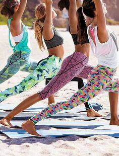 Yogi life. Love bright and colorful workout clothes ♥ Stunning and stylish outfit ideas from Zefinka.com for fashionable women.