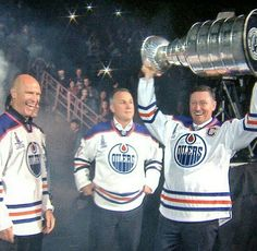 Mark Messier, Wayne Gretzky and idk. Oilers from the past. Stanley cup series.