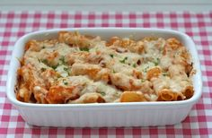 Ook de lekkerste pasta ovenschotel met gehakt maak je natuurlijk helemaal zelf. Bekijk dit lekkere pasta recept op AllesOverItaliaansEten.nl!