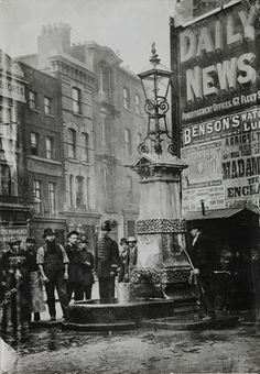 Victorian London inspiration: the Aldgate Pump, 1880 (Museum of London Prints) Victorian London, Vintage London, Old London, Victorian Street, East End London, Victorian Life, London City, Victorian History, Tudor History