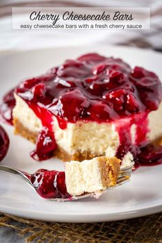 These easy cherry cheesecake bars make the perfect summer dessert – decadent cheesecake topped with a fresh cherry sauce! Mini Desserts, Cherry Desserts, Easy Desserts, Delicious Desserts, Cherry Cheesecakes, Cherry Topping, Cherry Cheesecake Topping, Cherry Sauce, Cheesecake Squares
