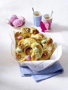 Mini-Osterkränze mit Zuckereiern