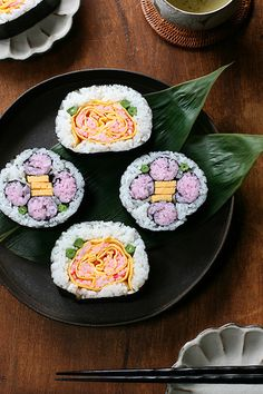 Flower sushi rolls by Miki Nagata (bananagranola) on Flickr - Matsuri-zushi (decorated sushi roll) is a traditional sushi roll of Chiba region in Japan. It is made mainly for festivals