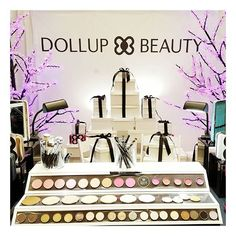 We're at @themakeupshow Orlando -- stop by our booth to check out our pretty new products  #themakeupshoworlando #themakeupshoworlando2015 #prettysmart #makeupdolls
