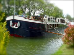 Wine and Water Hotel Barge, Canal de Bourgogne, Burgundy