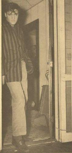 Are You Lonesome Tonight Lyrics - Elvis Presley, Music and Video Rare Elvis Photos, Elvis Presley Photos, Rare Photos, Priscilla Presley, Lisa Marie Presley, Beautiful Voice, Beautiful Men, Rock And Roll, Are You Lonesome Tonight