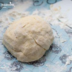 Placintele cu branza si chimen / Cheese caraway empanadas - Madeline.ro Empanadas, Pain, Brunch Recipes, Ricotta, Smoothie, Bread, Cheese, Breakfast, Sweet