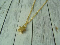 Ketten kurz - Kurze Kette mit Sternchen vergoldet - ein Designerstück von buntezeiten bei DaWanda