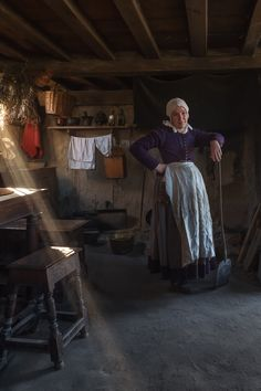 Century Pilgrim Re-enactment at Plimoth Plantation, Plymouth, MA … 17th Century Clothing, 17th Century Fashion, History For Kids, Colonial America, Colonial Williamsburg, Historical Romance, Historical Costume, Historic Homes, Salem Witch Trials