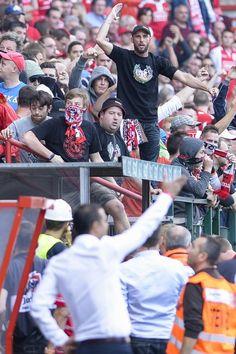 Assentos rasgados, comportamento escandaloso de fãs no ... Standard - Zulte: Aqui estão as fotos de vergonha para o futebol belga - sudinfo.be