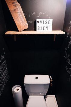 Des toilettes qui ne manquent pas de piquant.