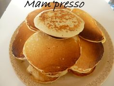 Aujourd'hui je vous livre une recette de Notre-amour-de-cuisine rencontré sur Les Foodies. Depuis le temps que je lisais les compliments sur ses pancakes sans oeufs et la fin du mois avec le frigo vide aidant, je me suis lancé moi aussi à la réalisation...