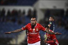 Mitroglou abriu o placar para o Benfica (Foto: Patricia de Melo Moreira/AFP)