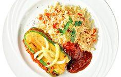 Kesäkurpitsasta voi valmistaa myös voileivän. Zucchini, Spaghetti, Ethnic Recipes, Food, Eten, Meals, Noodle, Squashes, Diet