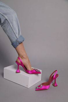 Shoe of the month: Amina Muaddi 'Begum' Pumps - 5 Inch and up Fancy Shoes, Hot Shoes, Pretty Shoes, Me Too Shoes, Shoes Heels, Shoe Wedges, Carrie Bradshaw, Dream Shoes, Summer Shoes