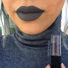 Tag your bestie ✋🏼Good Bye Summer and Hello Fall  #Firstdayoffall 🍁🍂💋 This shade tho 👽@smashboxcosmetics liquid lipstick (CHILL ZONE)
