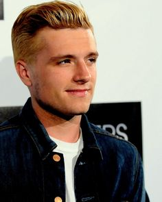 Josh Hutcherson now has blonde hair. it is peeta time! (The Hunger Games) You Are Cute, Josh Hutcherson, Famous Men, Celebs, Celebrities, Girls Dream, Hollywood Stars, Hunger Games, Sexy Men